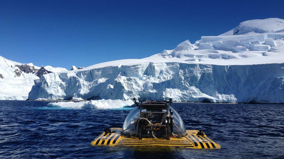 Triton sub dives in Antartica