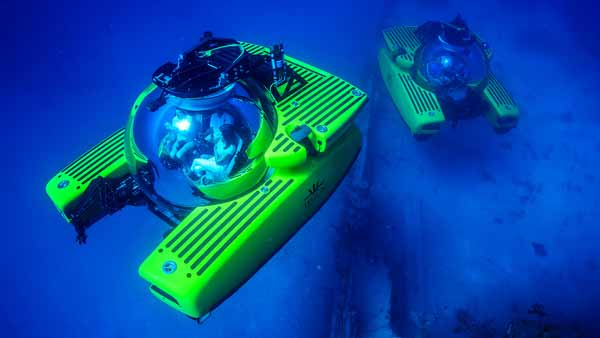 Two Triton submersible diving simultaneously